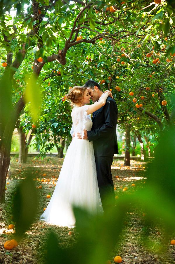 Play with the oranges. Kampos. Wedding Photoshooting. orange trees. Bride's and Groom's portrait. Riziko. greek wedding . Chios , Greece. greek island. Couple photoshooting. Love and married. Alepa Katerina . Layer Photography