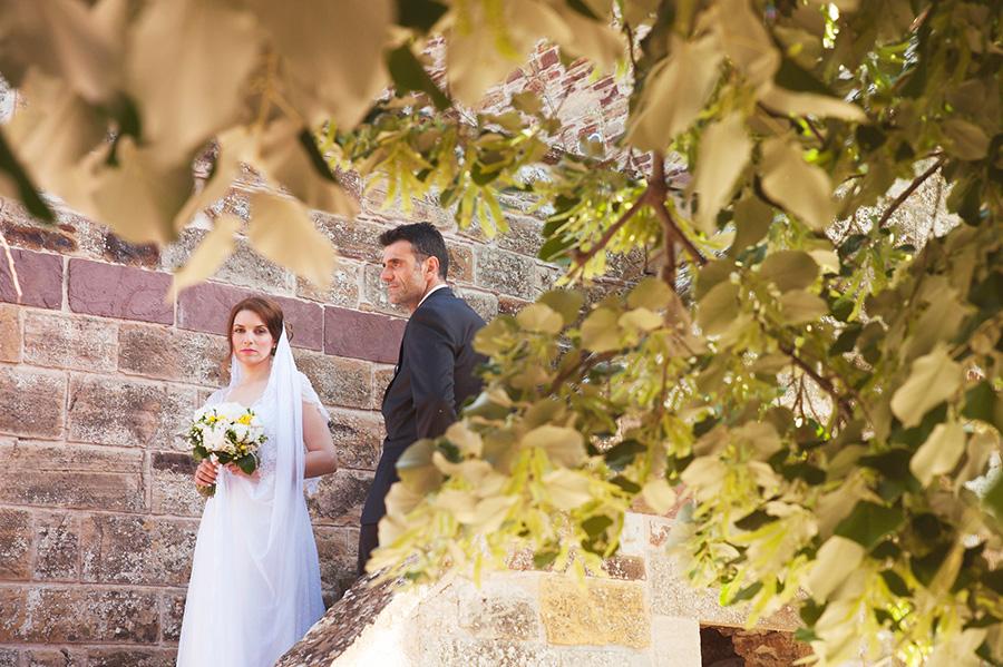Wedding Photoshooting. tree. Riziko. greek wedding . Chios , Greece. greek island. Couple photoshooting. Love and married. Alepa Katerina . Layer Photography