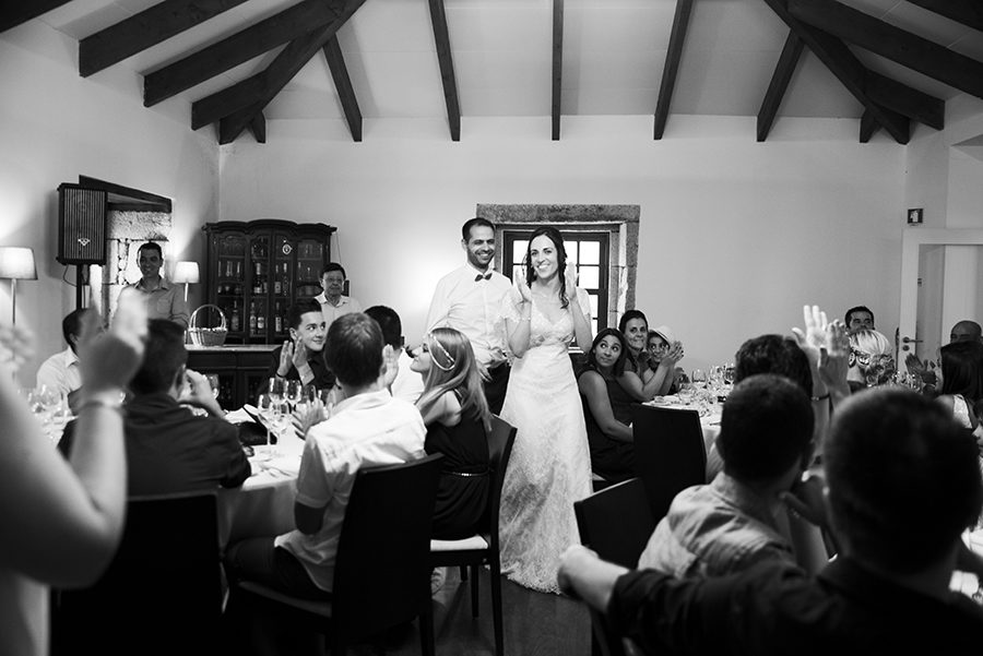 Clap your hand the couple came. Love and married. Happy couple. Wedding dinner. Happy friends and relatives. Quinta Vale De Locaia Lamego . Portugal