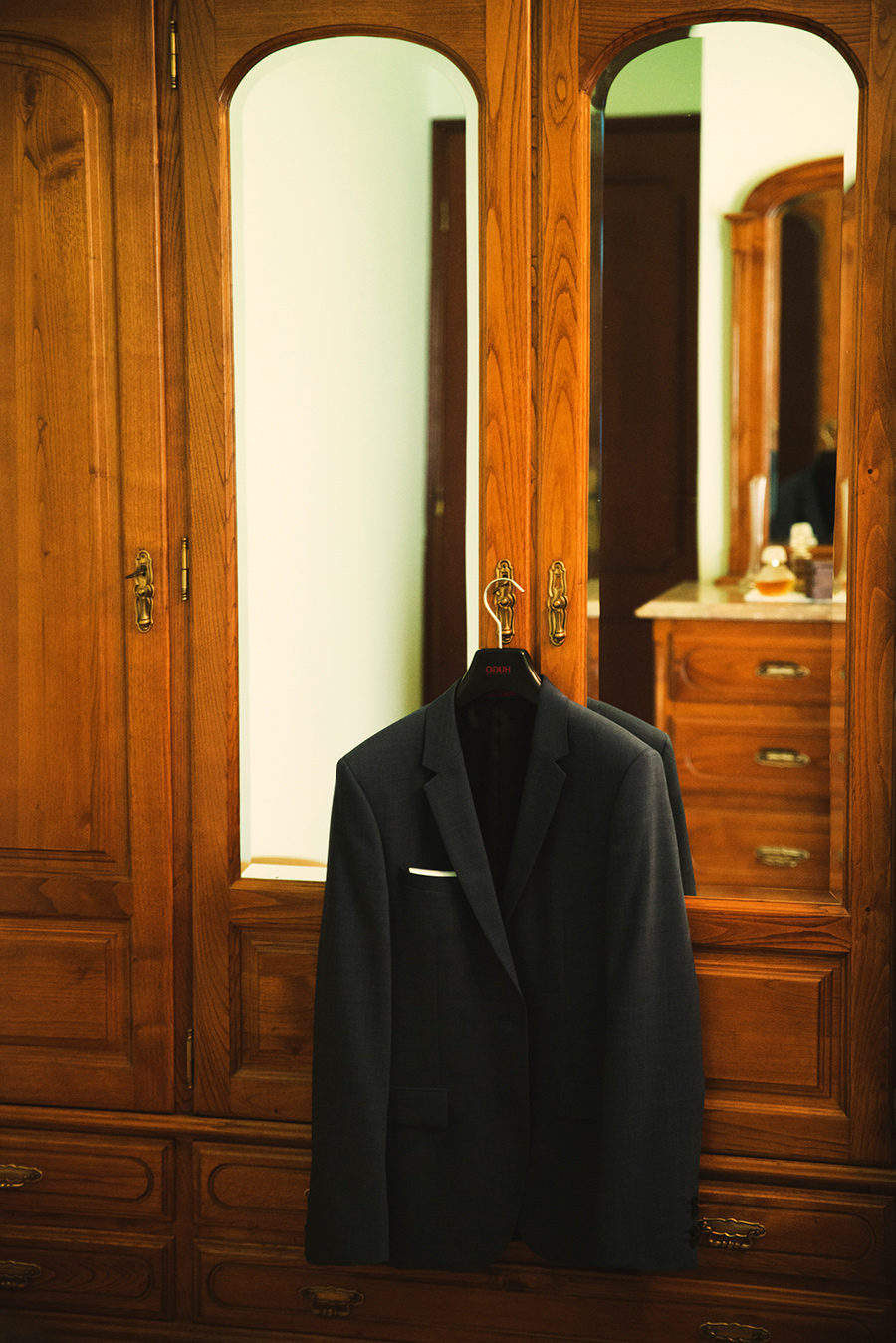 Groom's portrait. Groom's preparation. Costume. Vale Da Teja. Portugal. Layer Photography. Alepa Katerina