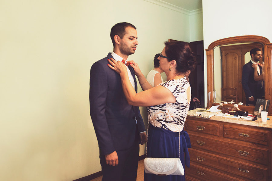 Groom's portrait. Groom's preparation. Mother and son. Paparazzi. Vale Da Teja. Portugal. Layer Photography. Alepa Katerina