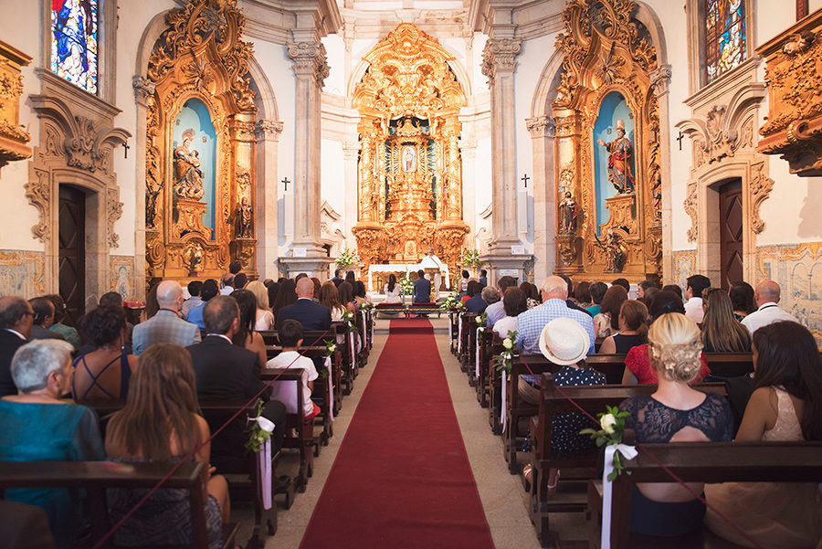 family and friends. couple portraits, Groom and Bride, wedding. Santuário de Nossa Senhora dos Remédios, Shrine of Our Lady of Remedies the cathedral in Lamego.Portugal. Layer Photography. Alepa Katerina