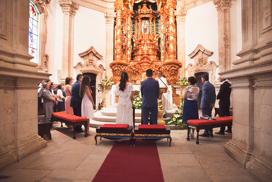 couple portraits, Groom and Bride, wedding. Santuário de Nossa Senhora dos Remédios, Shrine of Our Lady of Remedies the cathedral in Lamego.Portugal. Layer Photography. Alepa Katerina