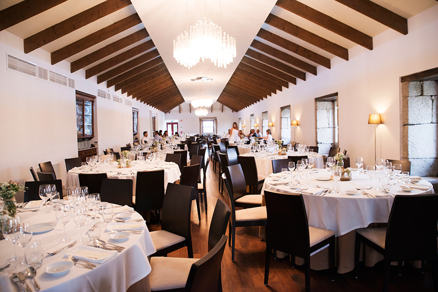 Wedding dinner room's. Everything is ready.The tables are ready. flowers. wine glasses. lights. glamour and chic. arte della table. Wood, glass. Bride and Groom. Wedding dinner.Quinta Vale De Locaia Lamego . Portugal